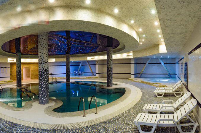 [Image: chamran-hotel-shiraz-pool.jpg]